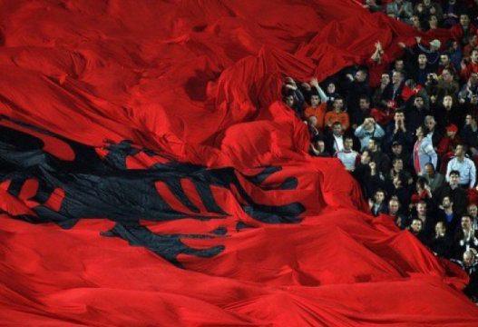 Thirrjet anti shqiptare/ Aleanca për shqiptarët: Nëse nuk reagojnë institucionet do të vlerësohen si nxitës të këtyre brohoritjeve