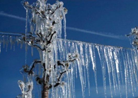 Arsyeja pse nuk duhet të hani kurrë akullin që krijohet pas borës, flet ekspertja