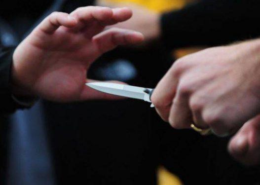 Plagosje me thikë dhe vjedhje në banesa, i ndodh gjëma dy personave në Korçë