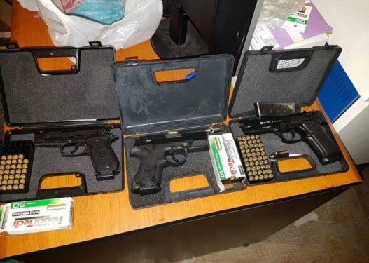 U gjetën kokainë dhe armë, arrestohen tre të rinjtë shkodranë