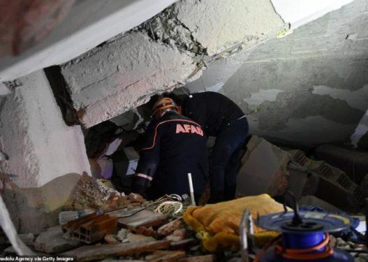 Rrezikuan jetën e tyre për të shpëtuar personat nën rrënoja/ Këta janë heronjtë e Turqisë