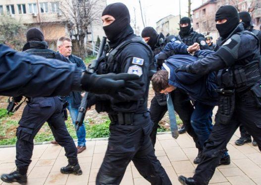 Terrorizoi të miturën dhe i grabiti banesën, kush është shqiptari i shumëkërkuar që u arrestua në Gjermani