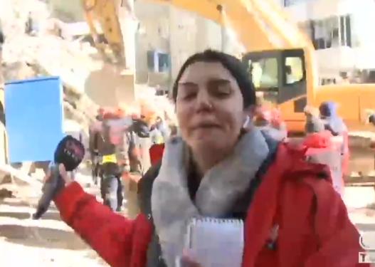 Tërmeti në Turqi/ Po raportonte operacionin e kërkim-shpëtimit, gazetarja shpërthen në lot gjatë transmetimit live