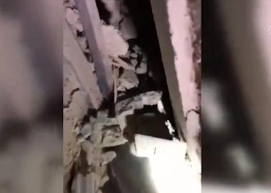 Pamje rrëqethëse/ Ndodh mrekullia në Turqi, nënë e bir nxirren të gjallë nga rrënojat pas 23 orësh
