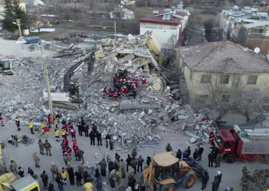 A ka shqiptarë të prekur nga tërmeti në Turqi? Ambasada në Ankara jep njoftimin e rëndësishëm