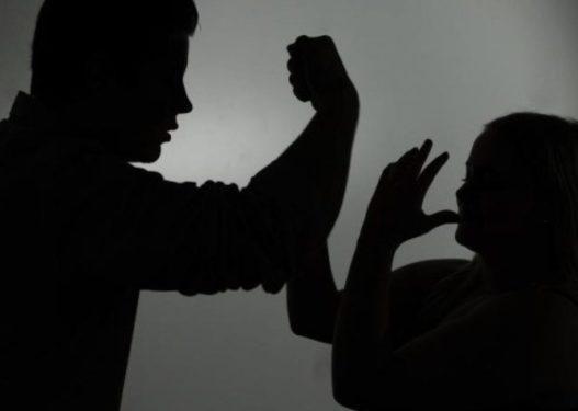 Burri nga Kosova bën për spital gruan e djalit