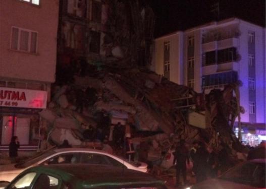 Gazetari shqiptar: Tani që po shoh tërmetin në Turqi po kuptoj që vendi im nuk ka qeveri