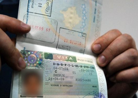 Arrestohen 3 persona që shfrytëzonin mjerimin e shqiptarëve të Kosovës, i mashtronin për viza pune në Gjermani