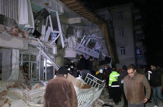 Disa ndërtesa janë shembur totalisht/ Pamjet që vinë nga Turqia pas tërmetit janë rrëqethëse