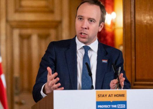 Britani/ Ministri i Shëndetësisë del nga izolimi dhe premton 100 mijë teste në ditë