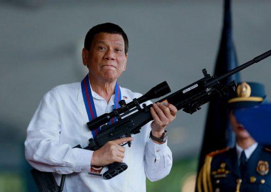 """Koronavirusi/ """"Do t'ju varros!"""", trondit presidenti i Filipineve: Do të pushkatohet kushdo që shkel rregullat e karantinës!"""