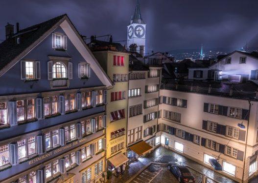"""Hoteli zvicerian promovon """"apartamentet e karantinës"""": Shërbim mjekësor dhe test Covid-19 brenda dhomave luksoze"""