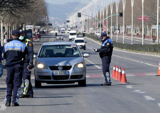 """""""Zbythet"""" Policia e Shtetit: Të dielën lejohet lëvizja e makinave"""