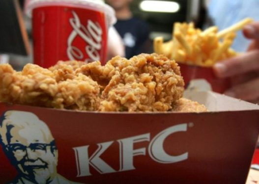 Gruaja shtatzënë traumatizohet te KFC: Gjeta tru në ushqim