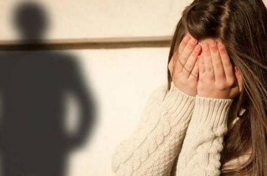 E trishtë: Keqpërdoret e mitura, pastaj detyrohet të abortojë nga i dashuri 21 vjeçar