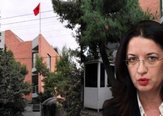 Shkarkimi i ambasadores Hobdari/ Mediat greke: Është e përfshirë në vjedhjen e 100 pasaportave