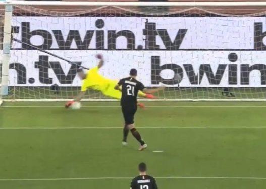 Strakosha i pafat/ I pret penalltinë Ibrahimoviçit, por topi përfundon në rrjetë