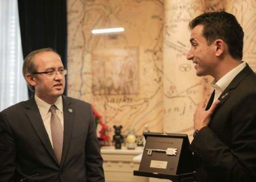 Gabimi qesharak i Avdullah Hotit, i referohet Erion Veliajt si kryeministër i Kosovës