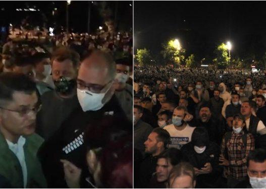 """""""Tradhtar, ke shitur Kosovën""""/ Ish ministri i Brendshëm serb qëllohet nga protestuesit"""