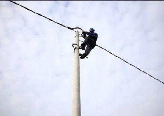 E rëndë në Dibër, ndërron jetë elektriçisti teksa punonte