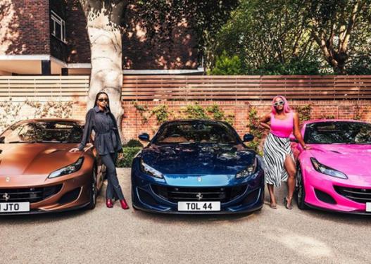 Bosi i naftës surprizon vajzat e tij, i blen tre 'Ferrari' të njëjtë