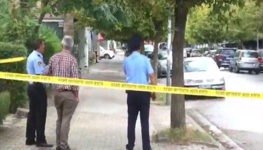 Identifikohet personi që po qèllon drejt policisë, të plagosurit 21 dhe 22 vjeç