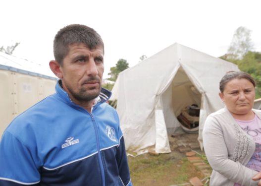 Mjerimi në Shqipëri/ Familja Preni në Krujë rrëfen natën e vështirë në çadër: Ishte një tmerr