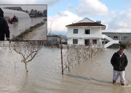 Qytetarëve iu përmbyt shtëpia nga ujërat e zeza, i prangosin pasi i ankohen policisë