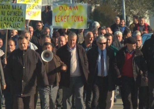 Naftëtarët e Ballshit paralajmërojnë grevë urie: Në Tiranë u treguan arrogantë me ne