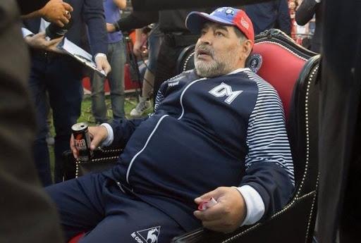 Drogë dhe gjendje e rënduar shëndetësore, izolohet Diego Maradona