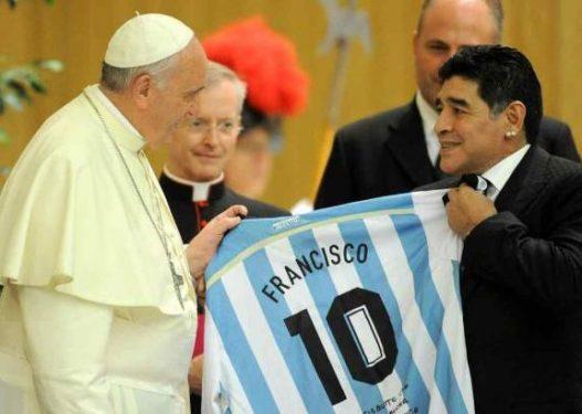 """Ndarja nga jeta e Maradonës, Papa Francescu:""""Me fat që e takova, jam lutur për shëndetin e tij"""""""