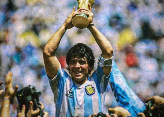 """Tifozët e thërisnin """"Zoti"""", kush ishte Diego Armando Maradona?"""