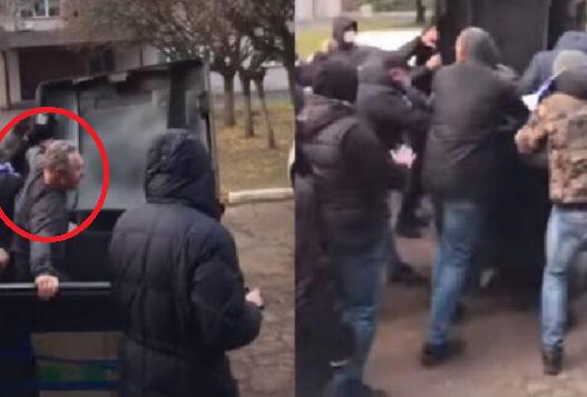 Tifozët ukrainas nxjerrin nga zyra drejtorin e klubit, e hedhin në koshin e plehrave