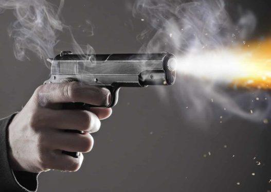 Kris arma në Elbasan, qëllohet drejt makinës në ecje