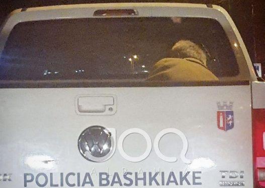 Temperatura -1 gradë celsius në Tiranë, qytetari: Plaku po dridhet në karrocerinë e policisë së Lali Lekut
