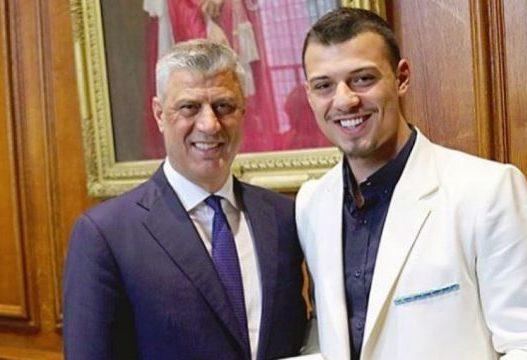 Endrit Thaçi poston fotografinë me të atin: Jemi krenar me ty!
