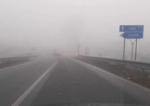 Prezencë e madhe e mjegullës, këto janë akset ku duhet të udhëtoni me shumë kujdes
