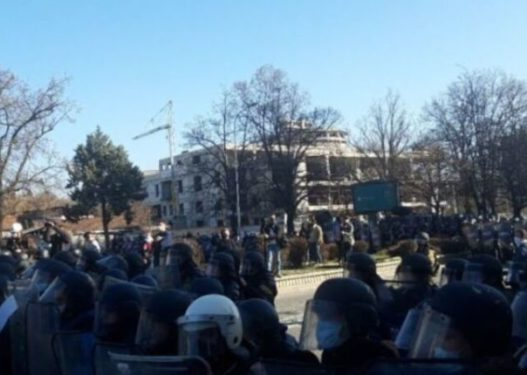"""Protesta """"Monstra"""" në Shkup, PDIU: Lironi të arrestuarit"""