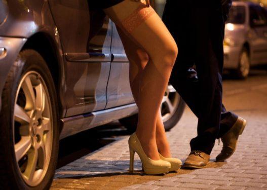 E rëndë në Itali! 25-vjeçari shqiptar rreh dhe më pas grabit prostitutën