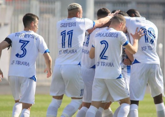 """Tirana fiton me Vllazninë, """"ndizet"""" kampionati"""