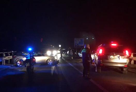 Aksident tragjik/ 27-vjeçari humb kontrollin e automjetit, ndërrojnë jetë 3 persona