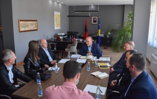 Do të ndërtojë fabrikë në Podujevë, Bulliqi pret investitorin gjerman