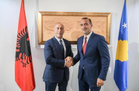 Daut Haradinaj publikon një fotografi nga Prekazi i vitit '99