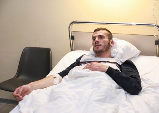 U plagos me armë në zyrën e PD-së së Kavajës, 27-vjeçari: Sherri nisi për parkimin e makinës