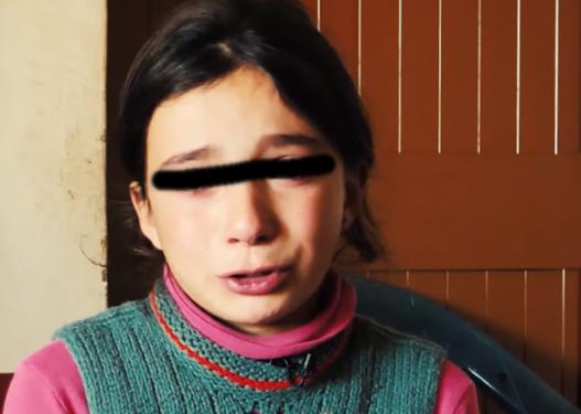 Rrëfimi rrëqethës i të miturës: Nëna s'ma tregon kur kam ditëlindjen, e fsheh se s'mund të më blejë gjë