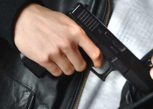 Për t'u habitur! 17-vjeçari shqiptar kapet me armë zjarri në shkollë
