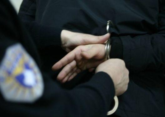 Zbulohet dhe arrestohet personi që faksifikonte diploma shkollore