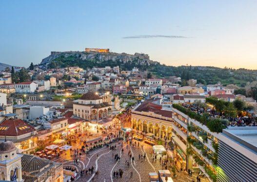 Greqia heq karantinën për turistët, përjashtohen shqiptarët