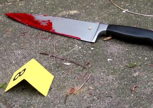 """""""Plas"""" thika në Berat, 61-vjeçari përfundon në spital me plagë të rënda"""