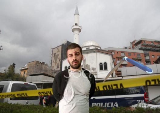 Plagosja e 5 besimtarëve në xhami/ I lënduari tregon momentin kur Nikolli nisi sulmin me thikë
